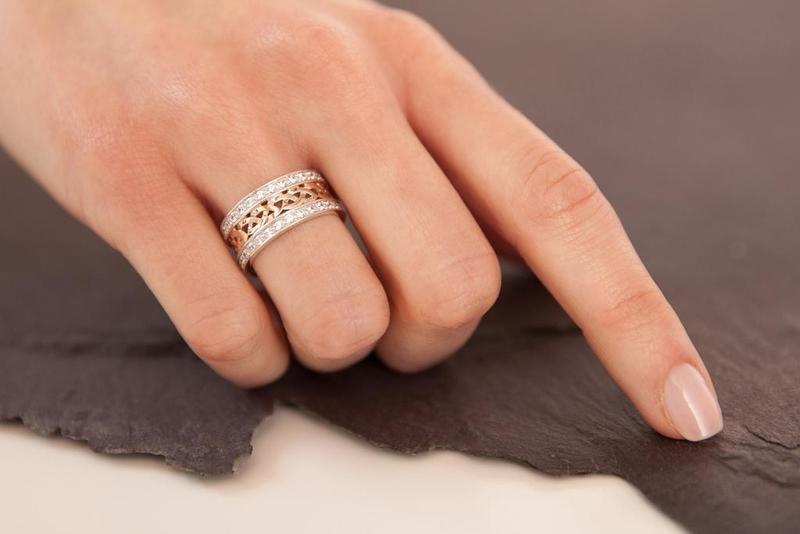 مواد التنظيف تؤثر على خاتم زفافك