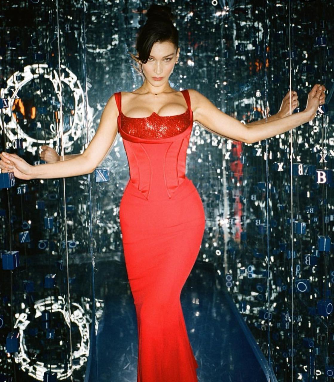 خيارات الفساتين من بيلا حديد