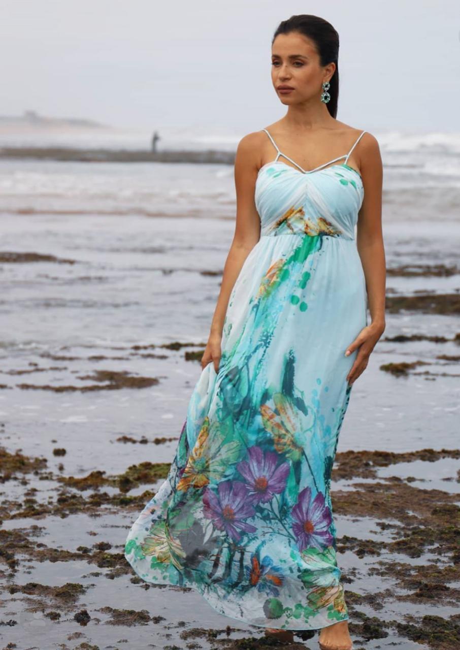 إطلالات الفساتين المورَّدة