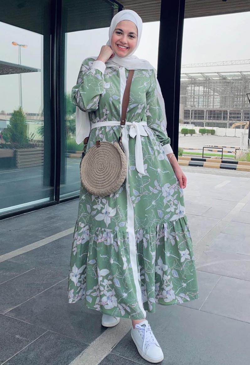 إطلالات الفساتين المصممة باللونين الأبيض والأخضر