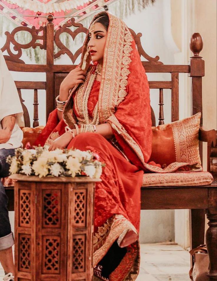 إطلالة بأزياء هندية