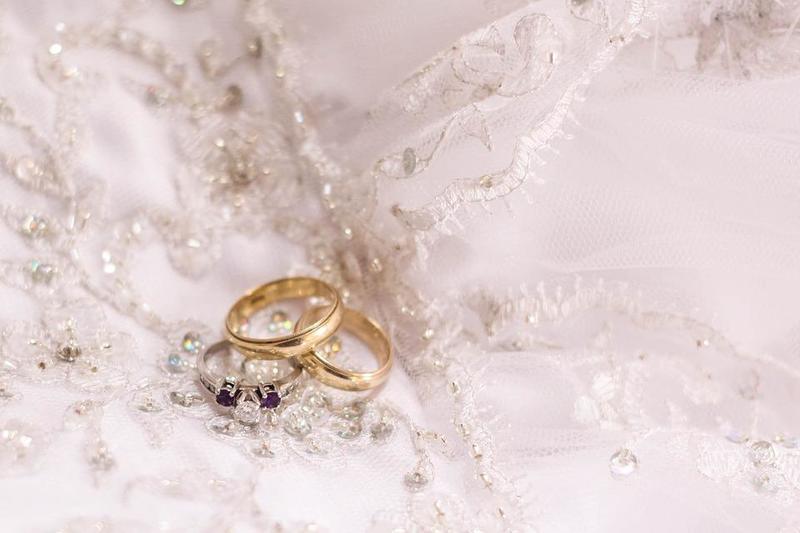 تتنوع أشكال خواتم الزفاف