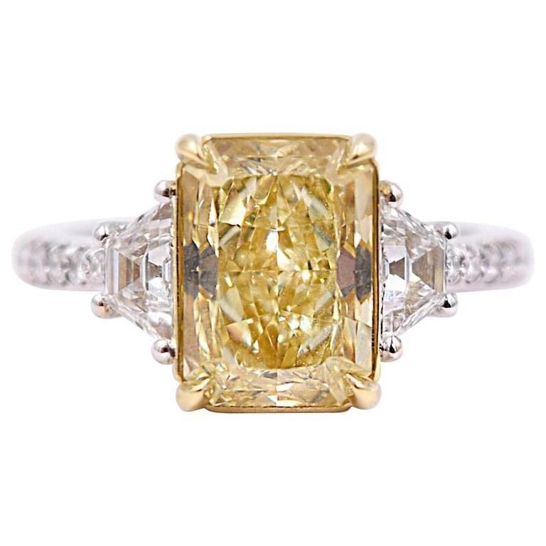 يعتبر حجر الماس الأصفر خياراً مميزاً للعروس