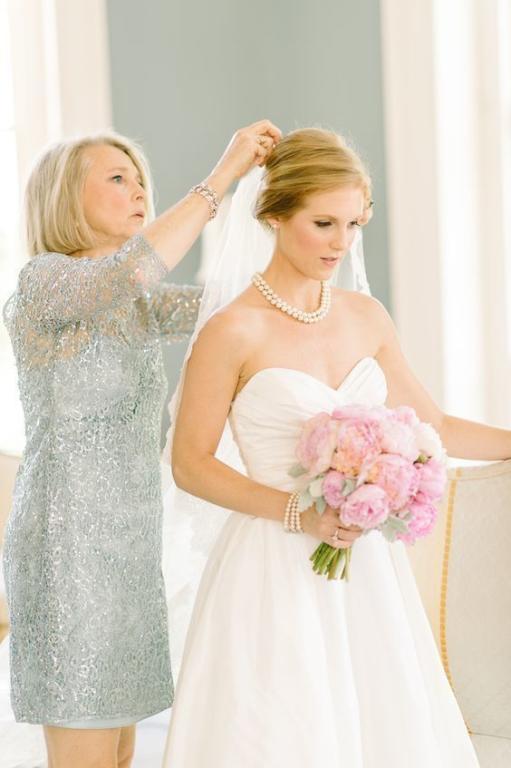 لا ترتدي ما يطغى على اطلالة العروس