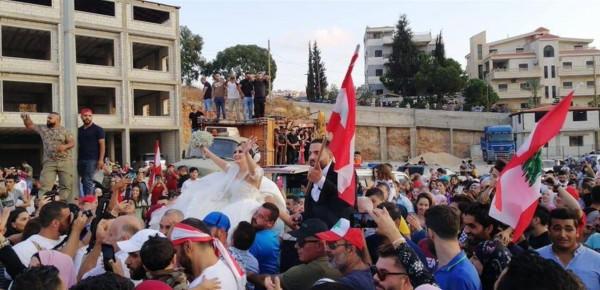 عرائس في المظاهرات
