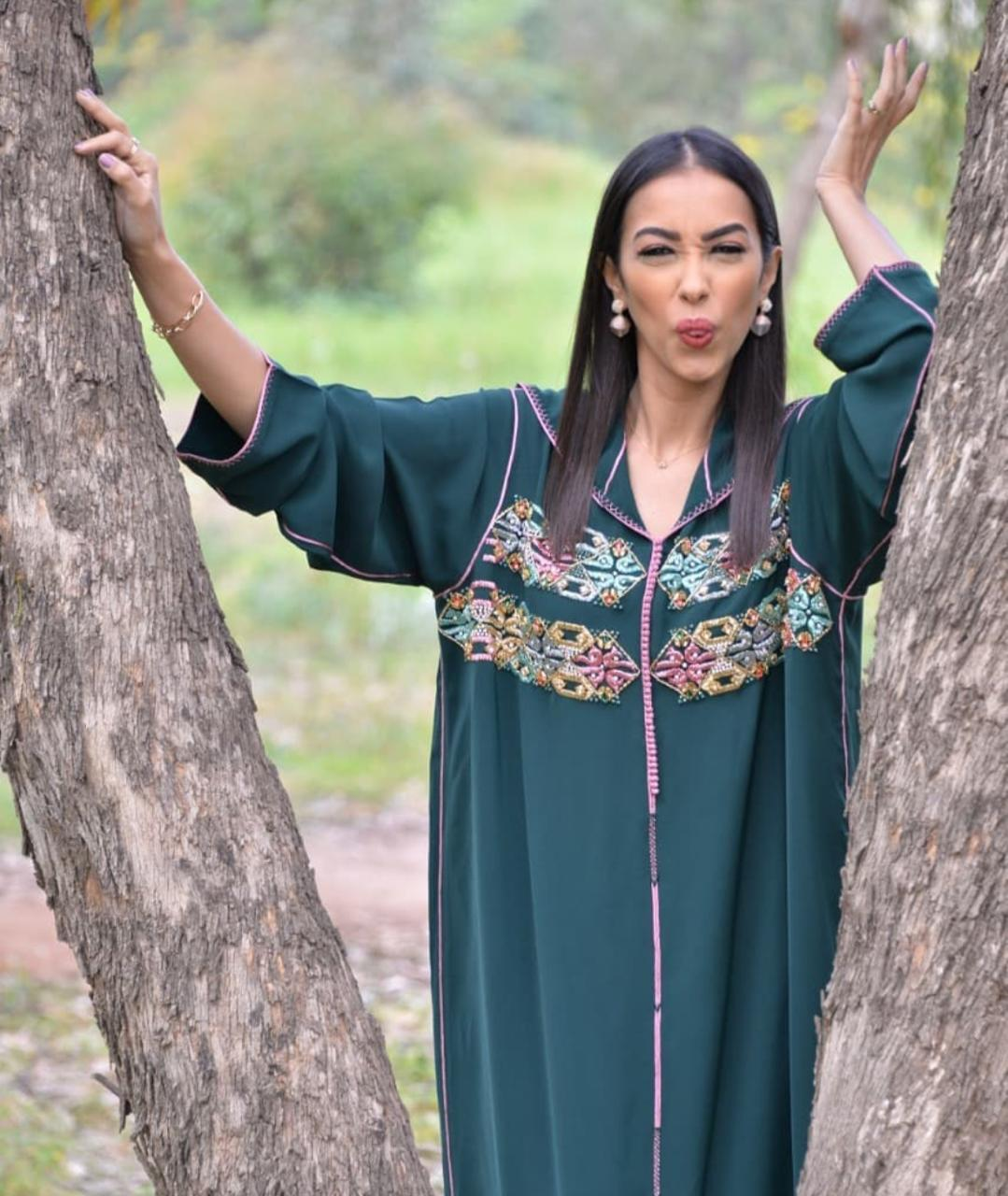 الجلابيات المغربية بالألوان الداكنة