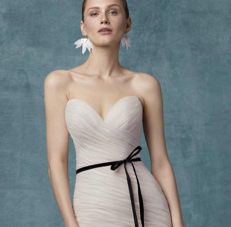 فستان زفاف بدون حمالات