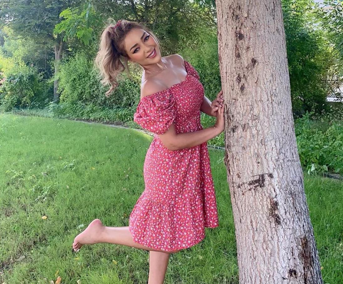 إطلالات الفساتين الصيفية