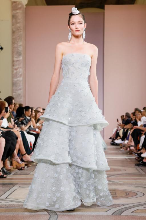 فستان بعدة طبقات من أرماني