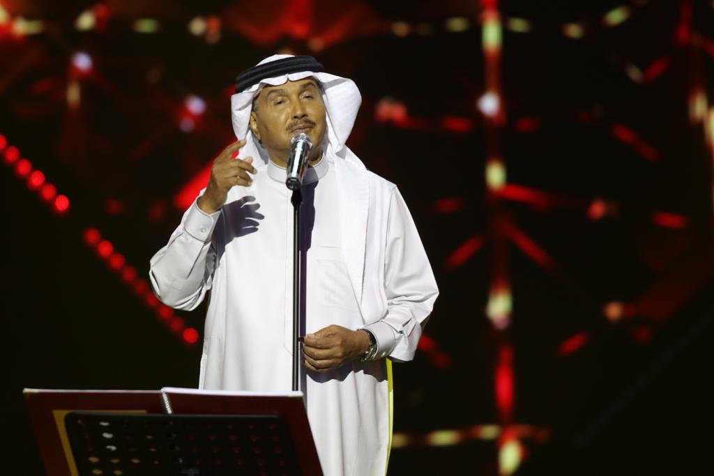 محمد عبده أطلّ على مسرح طلال مداح