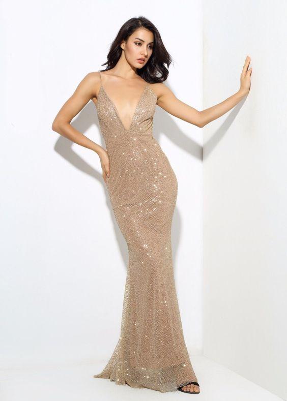 فستان مطرز بالترتر بدون أكمام