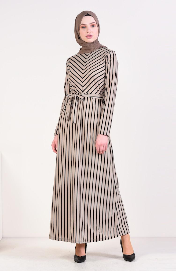 فستان بتصميم مخطط