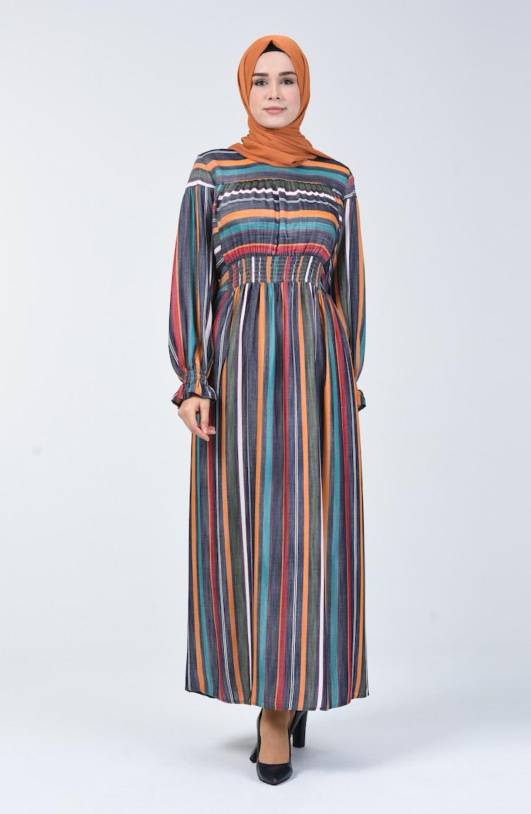 فستان بخطوط طولية وعرضية