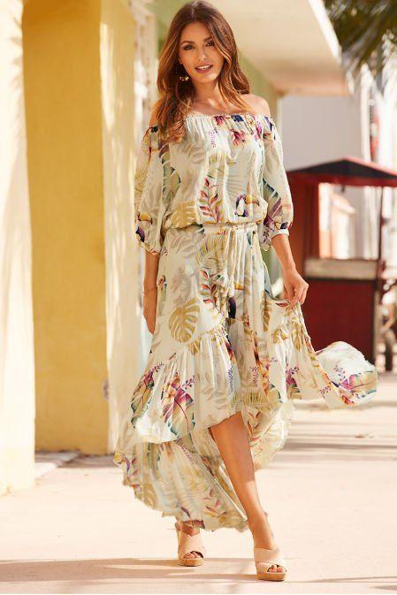 فستان طويل من الخلف وقصير من الأمام
