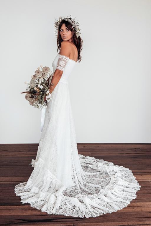 فساتين زفاف دانتيل