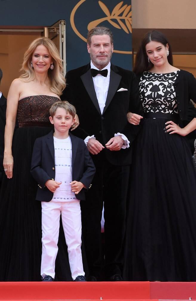 ترافولتا وعائلته