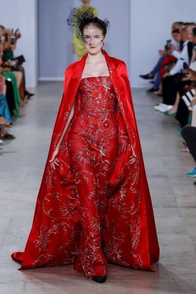 فستان احمر راق من جورج شقرا