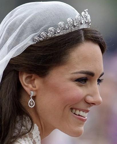 كيت ترتدي التاج يوم زفافها