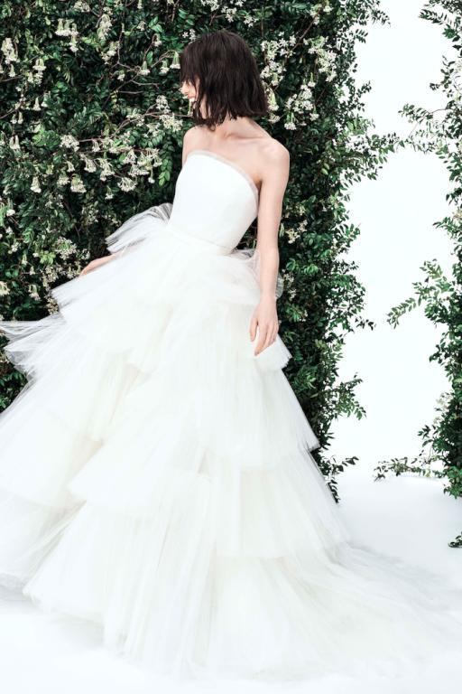 فستان ملفت من كارولينا هيريرا