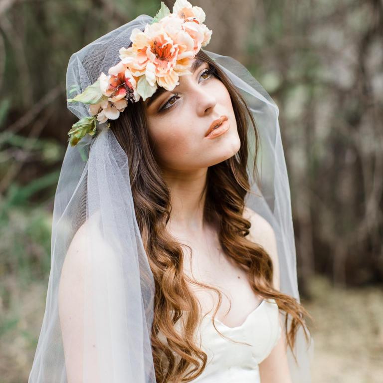 تسريحة كيرلي مميزة للعروس