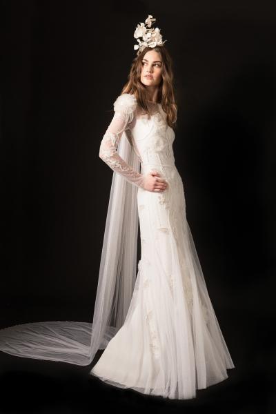 فساتين زفاف  بأكمام شفافة