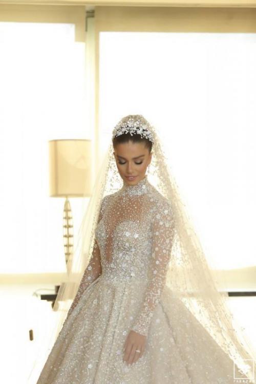فستان لارا اسكندر