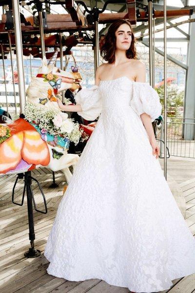 فساتين زفاف بأكمام منفصلة
