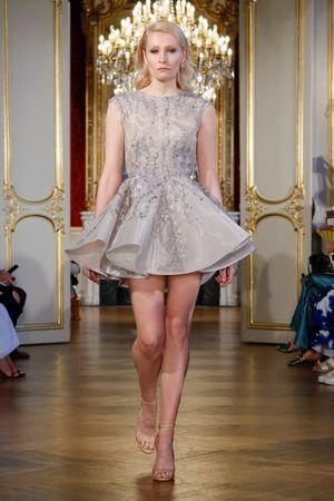 فستان منفوش من مجموعة ستيفن خليل