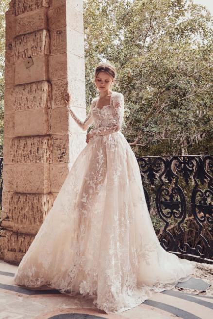 فستان مميز من مونيك لوليير