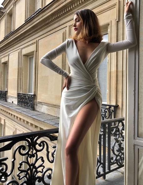 فستان طويل بأكمام