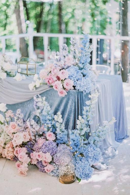 طاولات ضيافة الأعراس لعروس الربيع