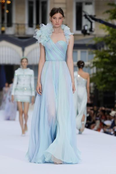فستان مميز من رالف أند روسو