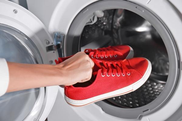تعقيم الأحذية