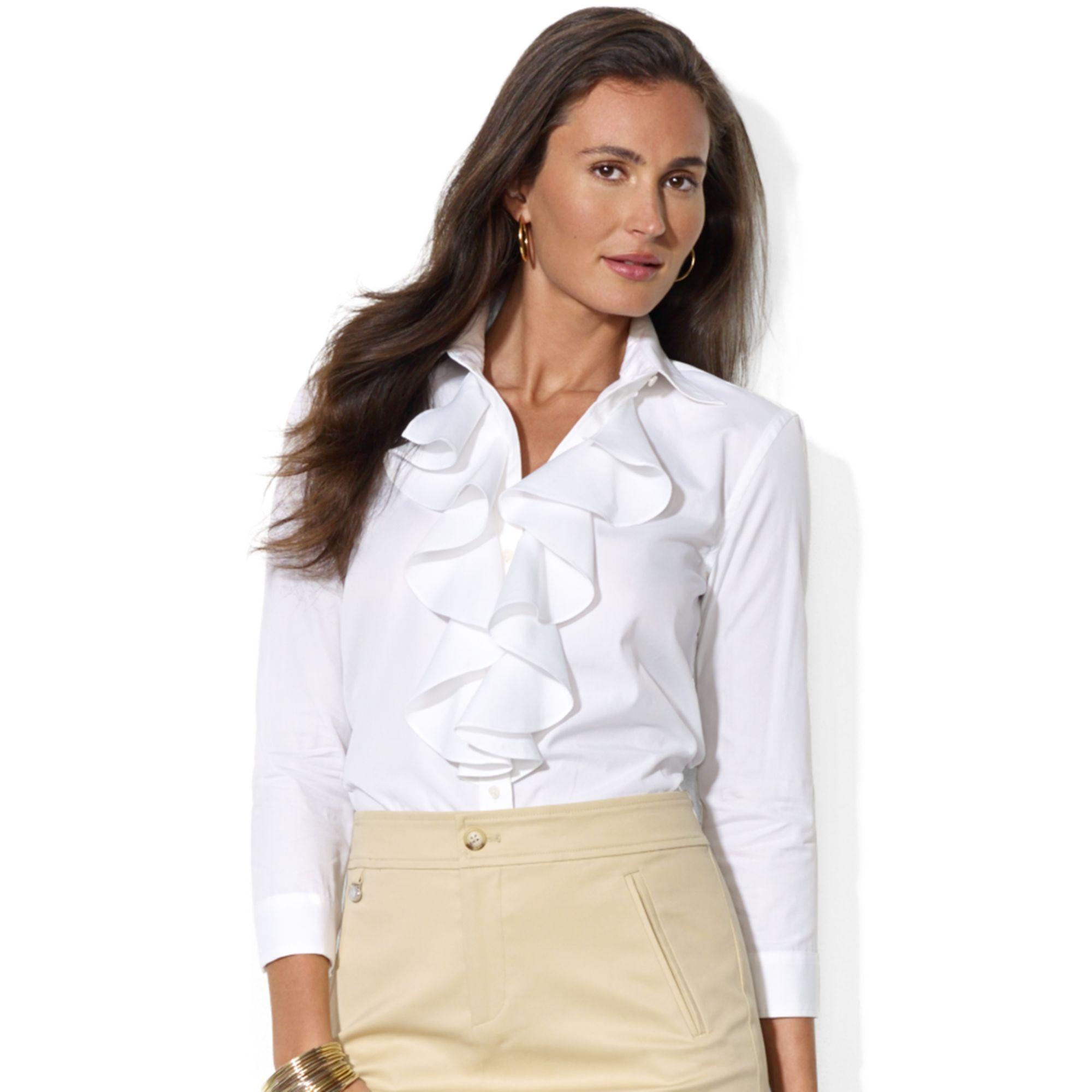 قميص أبيض مزين بالكشكش