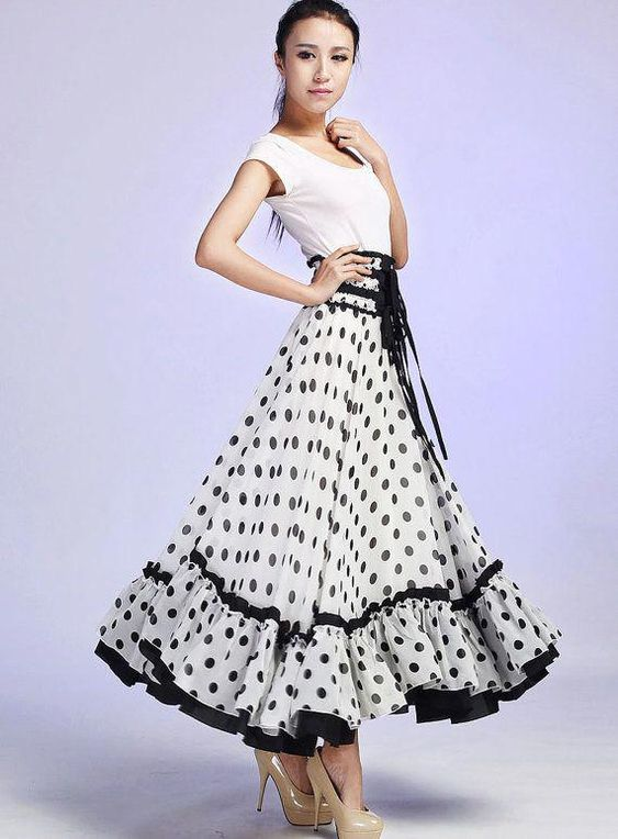 تنورة طويلة كلوش بتصميم منقط 5