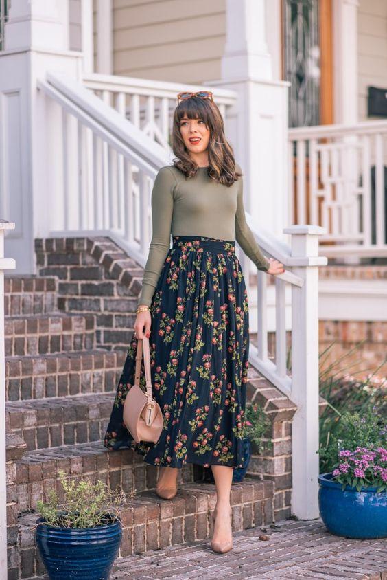 تنورة طويلة مطبعة بنقشة الأزهار
