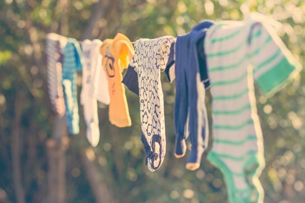 تعقيم ملابس الأطفال
