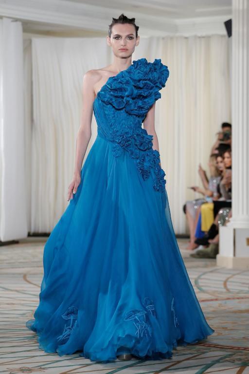 تصميم راق باللون الازرق من طوني ورد