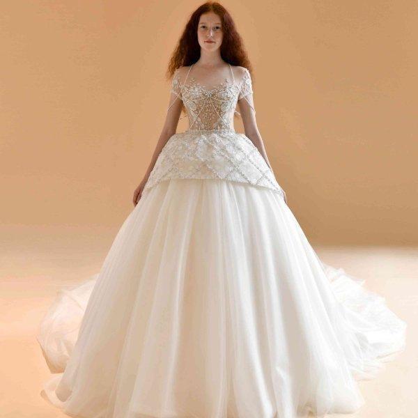 فستان زفاف بأكمام قصيرة