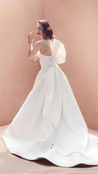 فستان اوسكار دي لارنتا