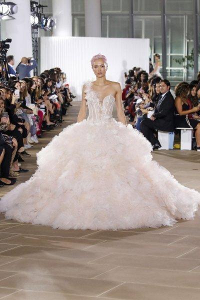 فستان زفاف بحمّالة واحدة