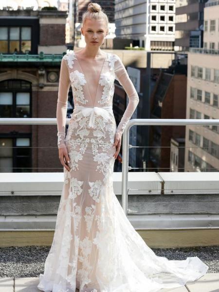 فستان زفاف من التول والدانتيل