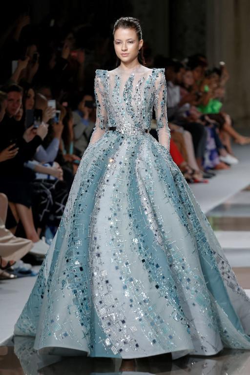فستان راق مليء بالأنوثة