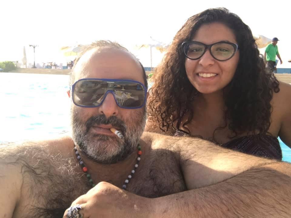 سامح عبد العزيز مع ابنته