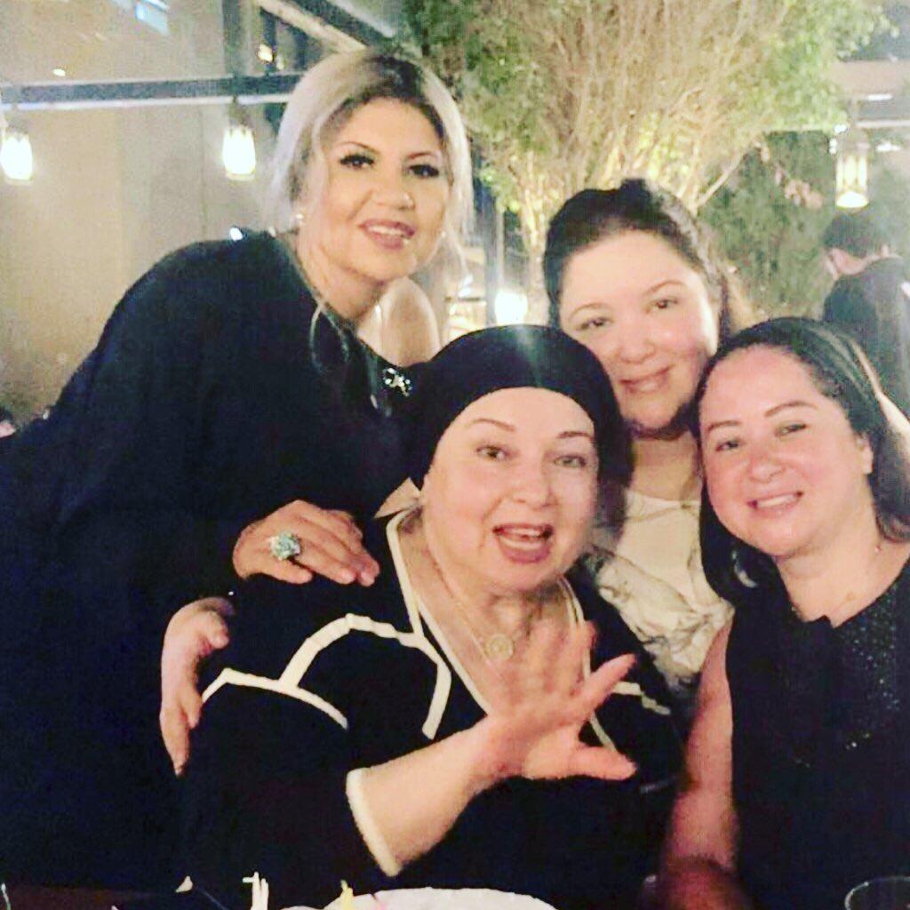 نورا مع سارة ومي نور الشريف وغياب شقيقتها بوسي