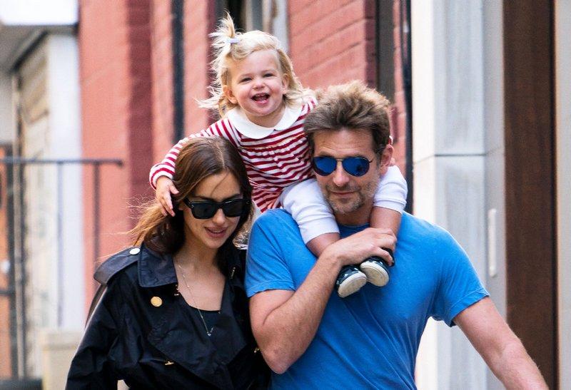 برادلي مع ارينا وبنتهما