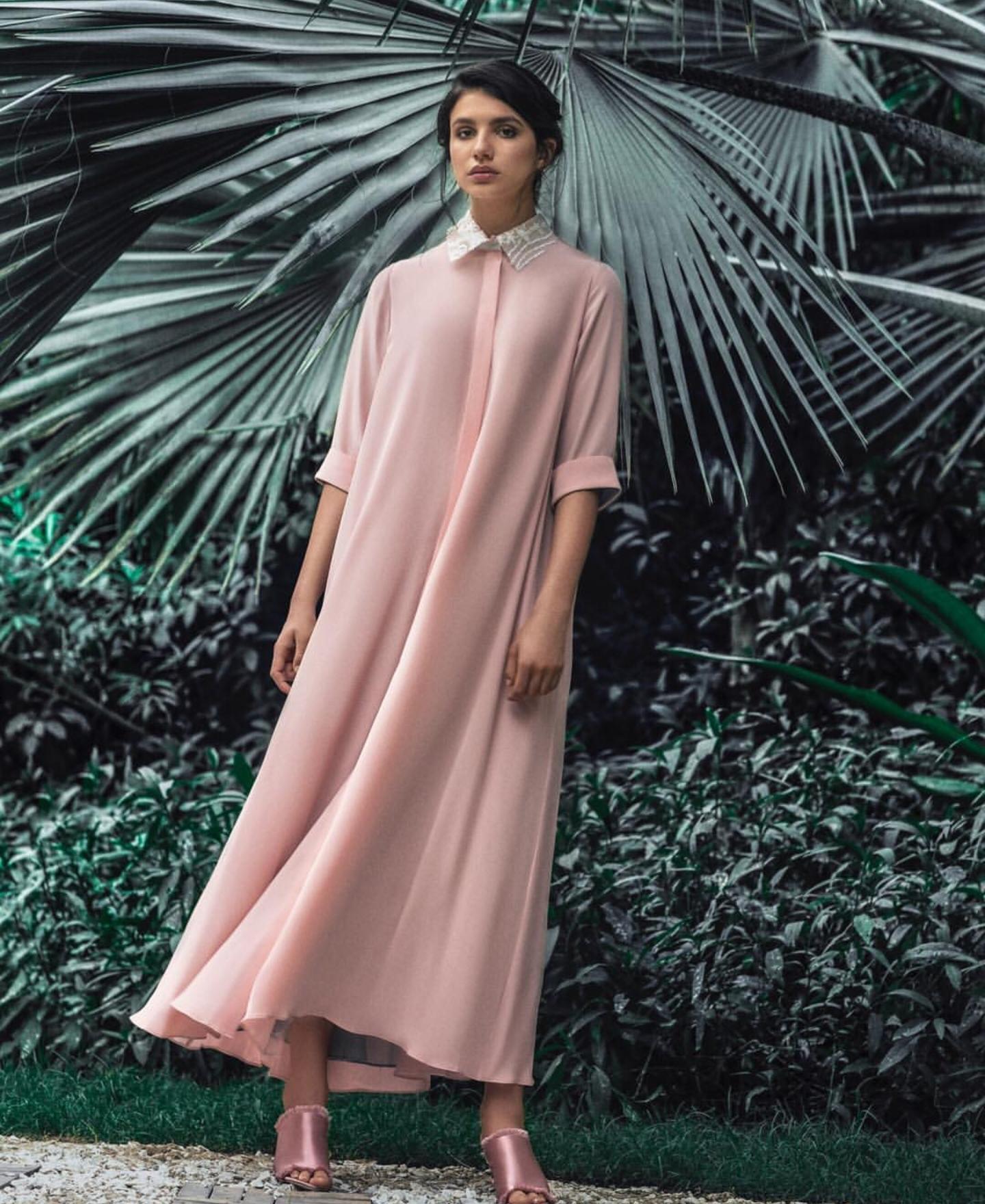 18fa41c923a08 يميّز خطّ الأزياء الجاهزة الذي تقدّمه تطريز متقن يعتمد على التراث السعودي  وإنّما ...