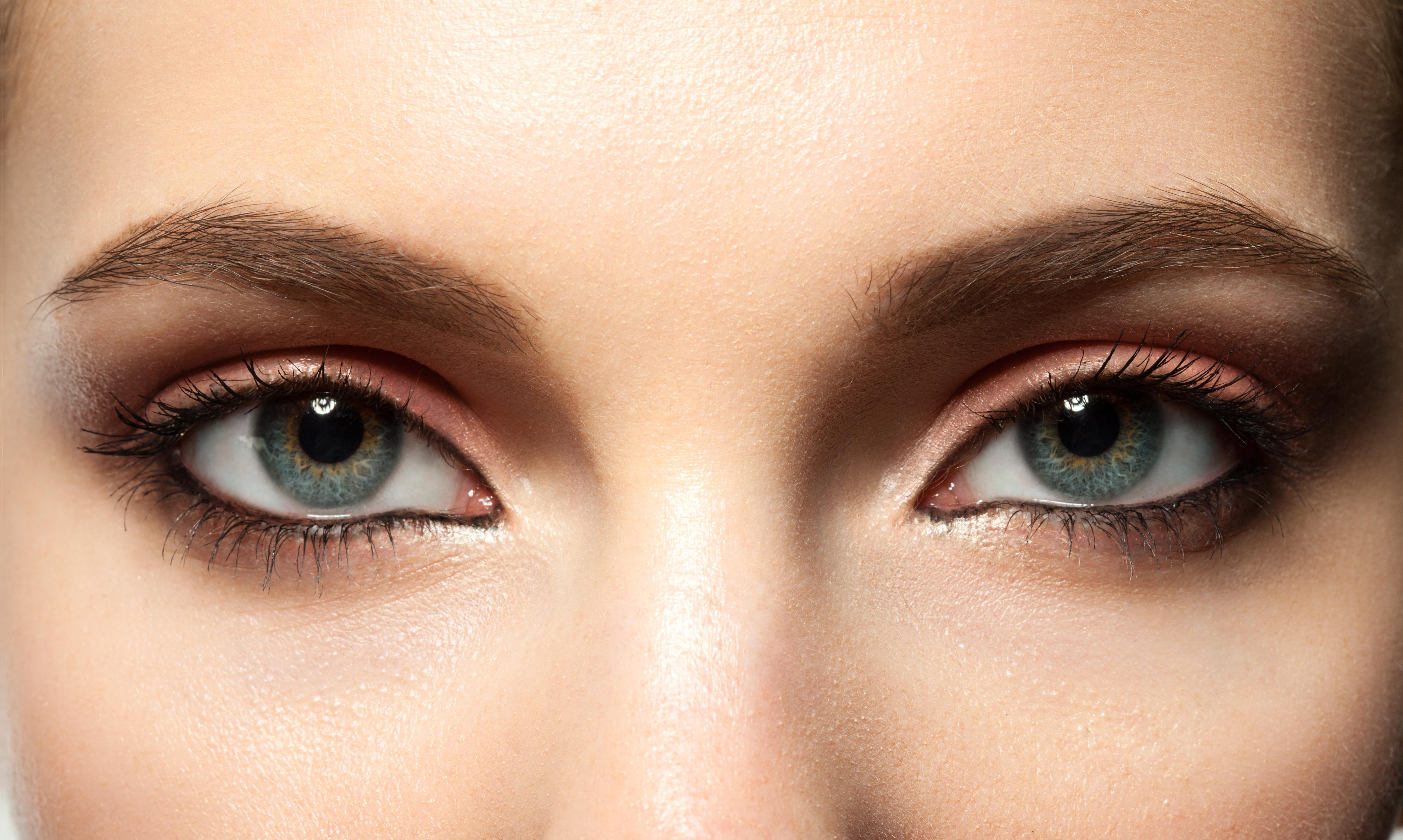 العيون المبطنة