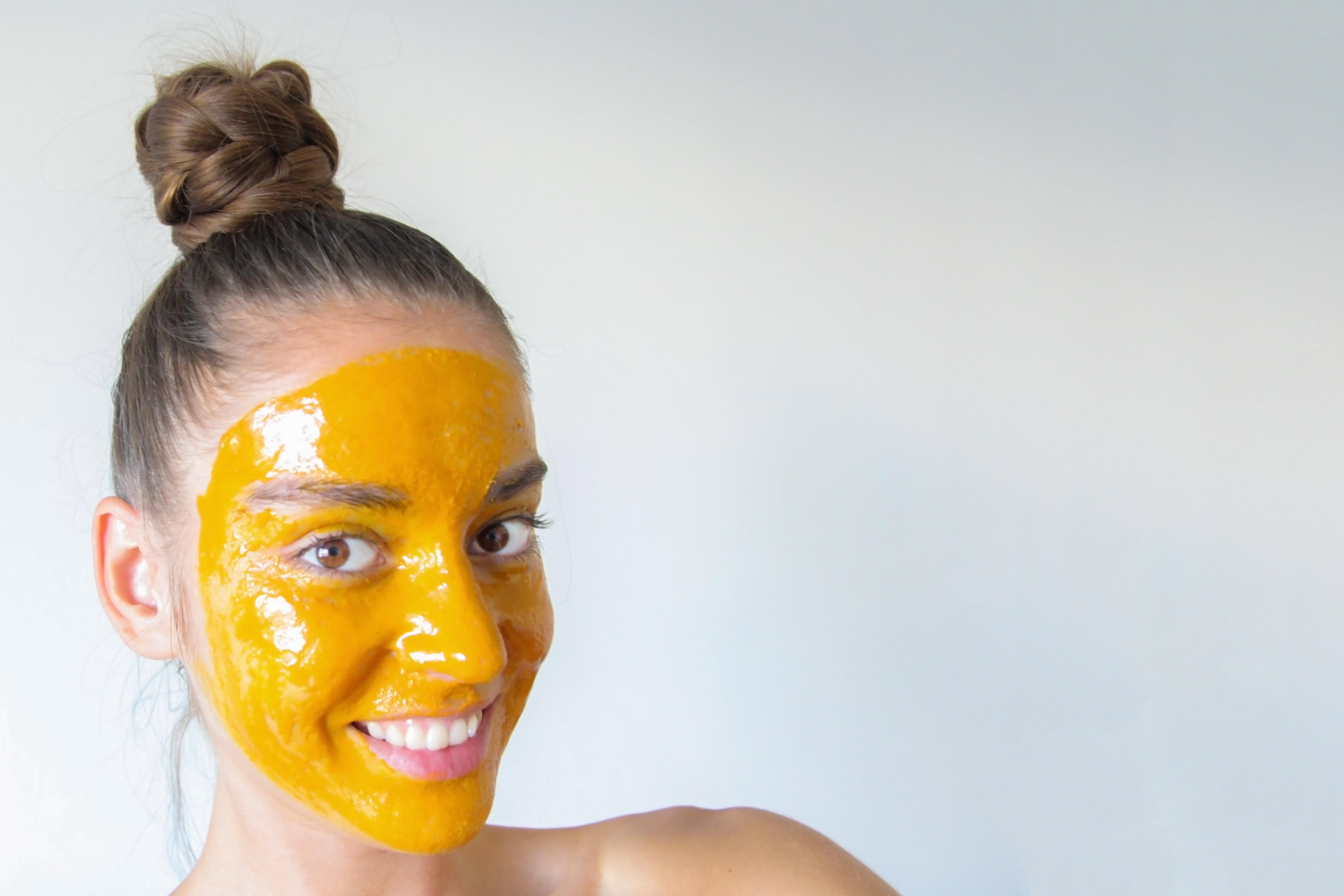 قناع العسل والليمون لـ إزالة شعر الوجه