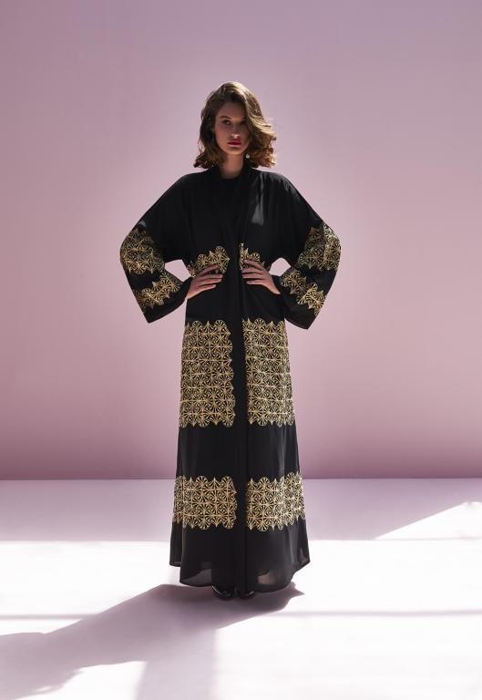 7d151f682 ... حيث اختارتها مجلة «هاربر بازار آريبيا» كواحدة من النساء الأكثر أناقة في  الشرق الأوسط عام 2013، كما شاركت هانية بعرض أزياء للخياطة الراقية العربية  في ...